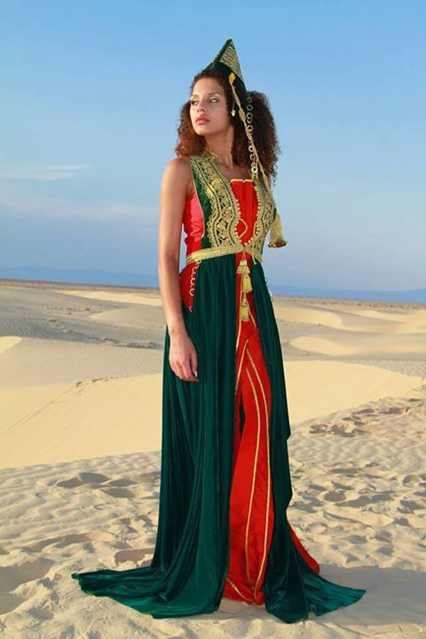 Les Miss Portugal 2015 en tenues traditionnelles tunisiennes