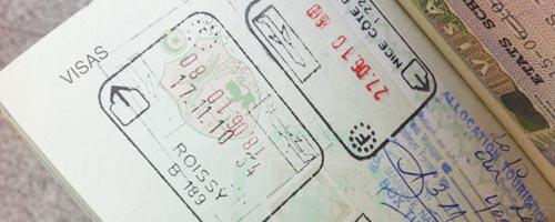 En cours de validité et un visa le visa doit être apposé sur le